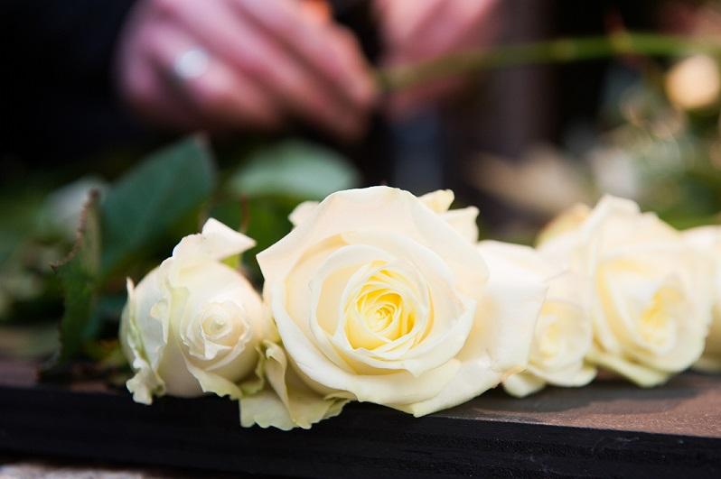 Witte rozen klein.jpg